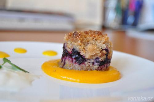 Borůvkový koláč s vanilkovou omáčkou