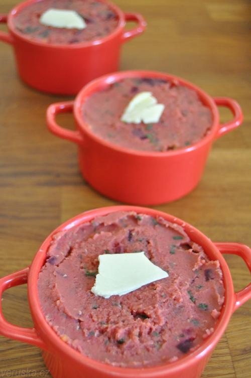 Pěna z červené čočky s kopřivami -  před zapečením