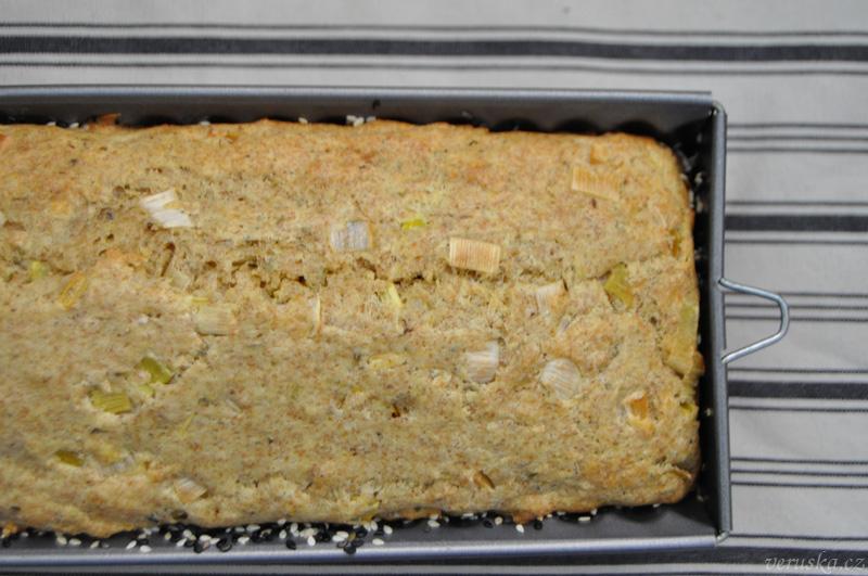 Tvarohový chlebíček s pórkem - těsto ve formě