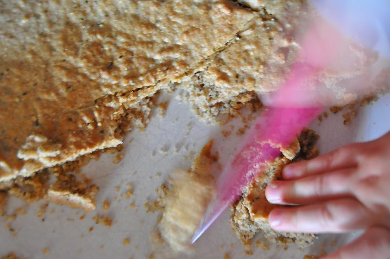 Banánový dort s mascarpone v marcipánovém kabátku - odřezky
