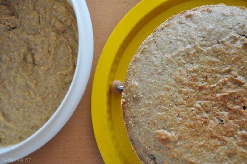 Banánový dort s mascarpone v marcipánovém kabátku - těsto a korpus