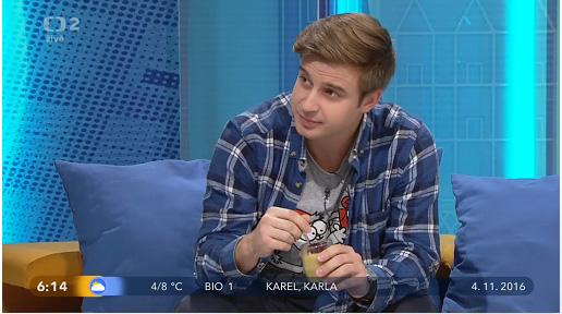 Vaření s omezením v Dobrém ránu 4.11.2016 - Honza Brožek degustuje pudink.