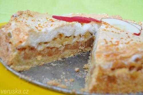 Jablečný koláč se sněhovou čepicí