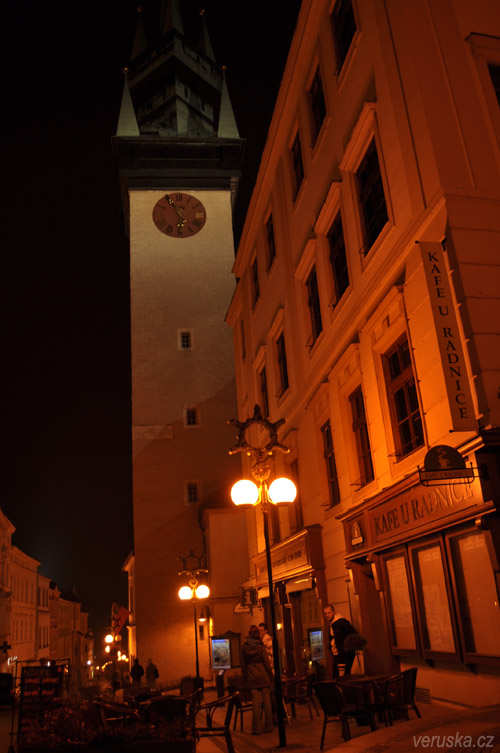 Znojmo - radniční věž a Kafé u radnice