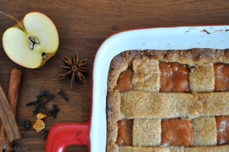 Špaldový linecký koláč s domácím jablečným pyré