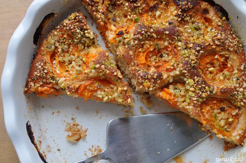 Meruňkový koláč s kokosem a pohankou
