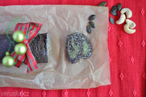Raw roláda z kešu ořechů a dýňových semen
