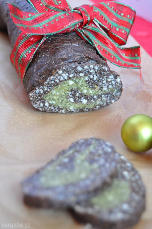 Raw roláda s kešu ořechy a dýňovými semeny