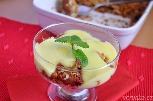 Rebarborový crumble s kokosem a vanilkovou omáčkou